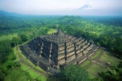 f4024c571e5e09ce5e4049bc181500b1-borobudur-temple
